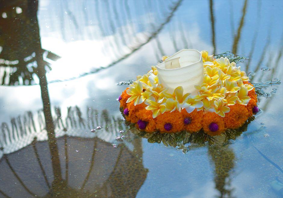 クプ・クプ・バロン・ウブド| バリニーズ・ウェディング 基本装飾| 生花のフローティング・キャンドル