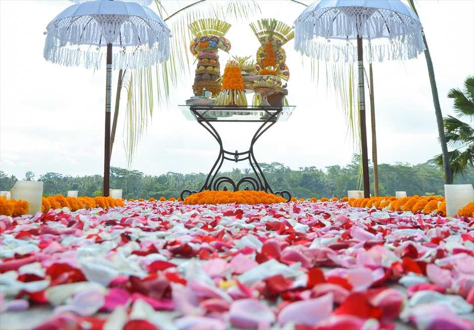 クプ・クプ・バロン・ウブド| バリニーズ・ウェディング 基本装飾| 生花のフラワーバージンロード