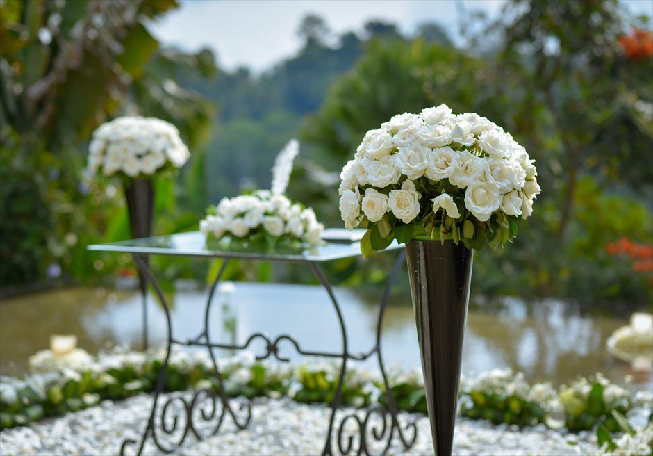 ウォーター・ウェディング|  ホワイト基本装飾| 生花のスタンディングフラワー