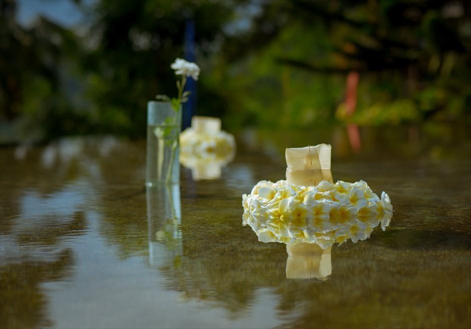 ウォーター・ウェディング|  ホワイト基本装飾| 生花のフローティング・キャンドル