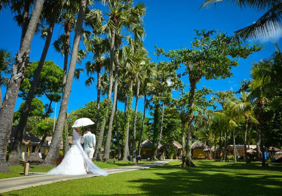 ベルモンド・ジンバラン・プリ・バリ<br /> 自然溢れる美しいリゾートガーデンからの<br /> 入場やウェディングフォトが可能