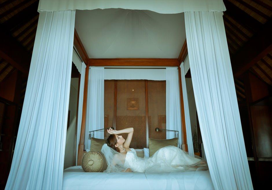 ザ・レギャン・バリビーチハウスヴィラ・ベッドルームにて(撮影にはビーチハウスの宿泊が必要となります)