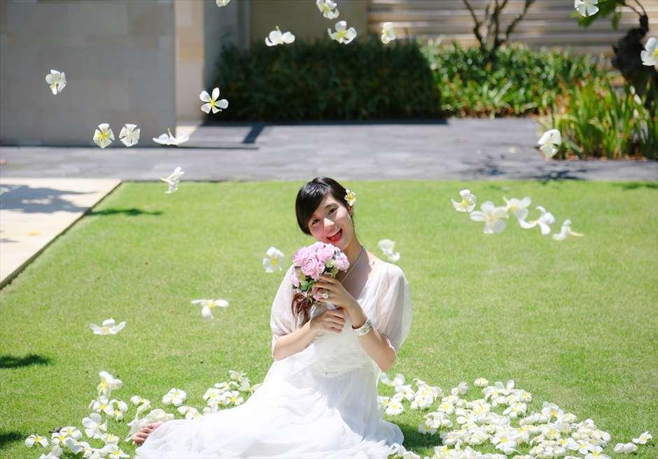 ザ・バレ メイン・プラザ・ガーデン 生花フラワーシャワー