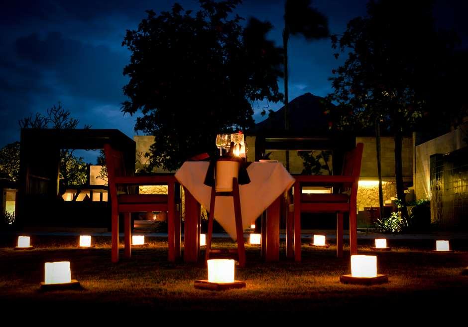 ザ・バレ 基本プラン特典 お泊りのヴィラにて ロマンティックキャンドルライトディナー