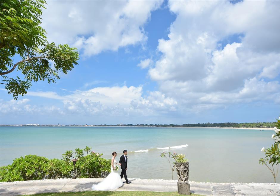 フォーシーズンズ・リゾート・バリビーチを望むガーデンにてフォトウェディング