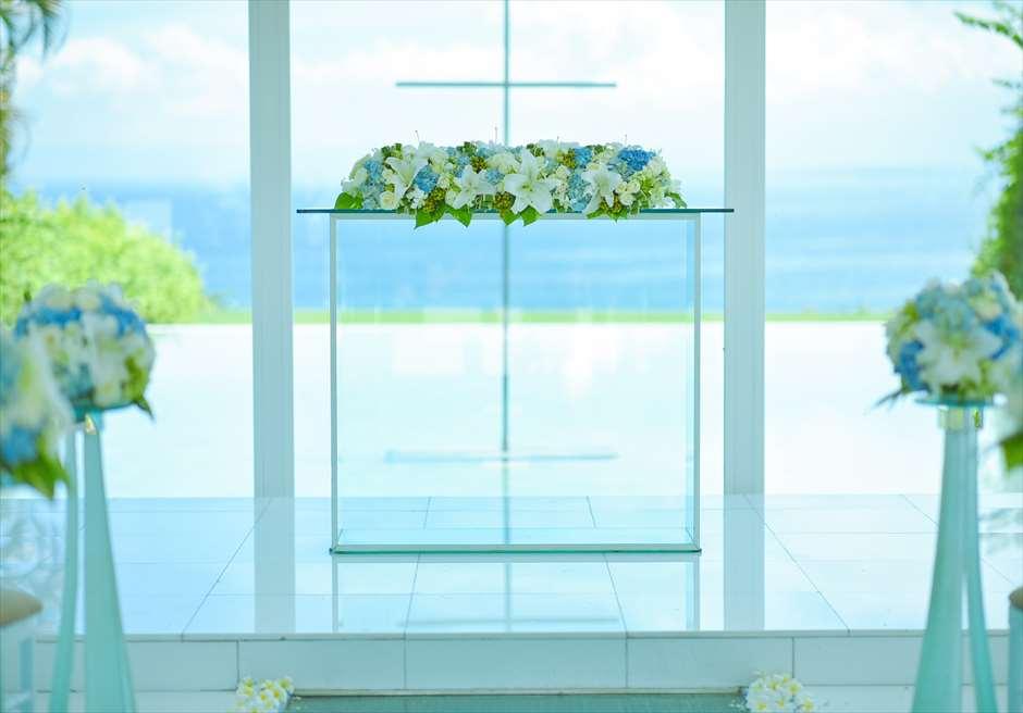 アヤナ・リゾート&スパ・バリ<br /> ブレス・バリ・オリジナル オール・ブルー・イン・アスティナ・チャペル<br /> 祭壇生花装飾