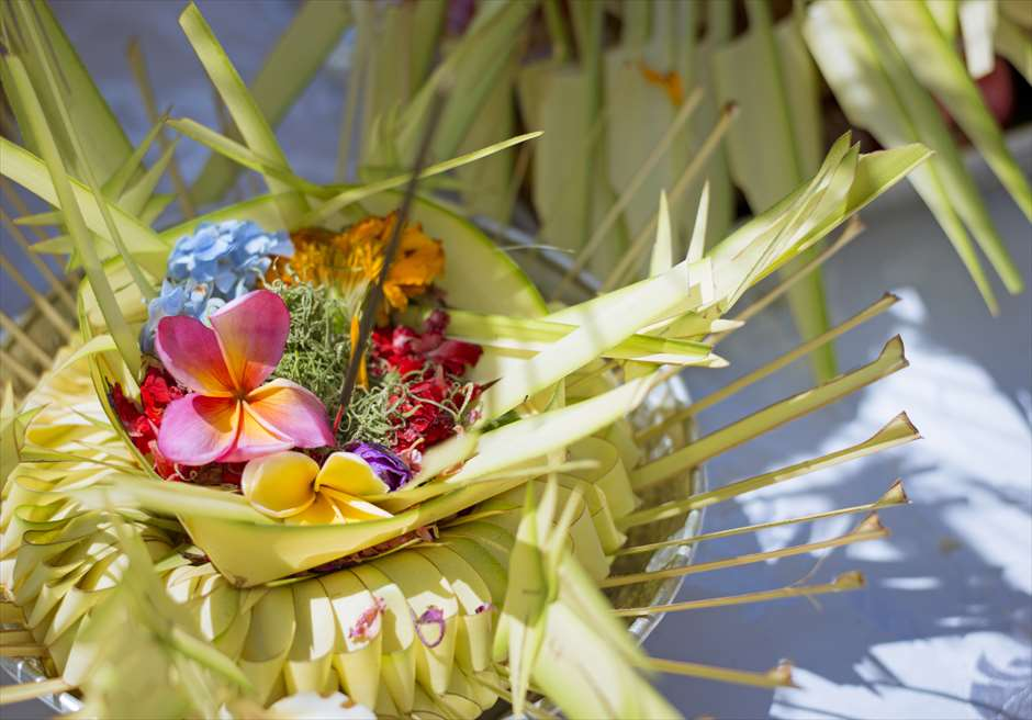 ベルモンド・ジンバラン・プリ・バリ<br /> バリ伝統挙式スタイル・ビーチウェディング<br /> お供え物