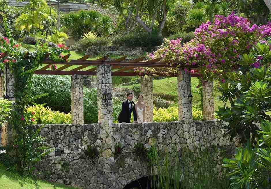 フォーシーズンズ・リゾート・ジンバランリゾート内ガーデンにてフォトウェディング