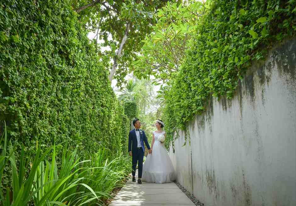 カユマニス・ヌサ・ドゥア・ヴィラ&スパリゾート内ヴィラへの回廊にてフォトウェディング