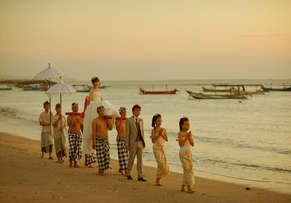 マ・ジョリー・レストランクタビーチ・サンセット(バリ伝統神輿はオプションとなります)