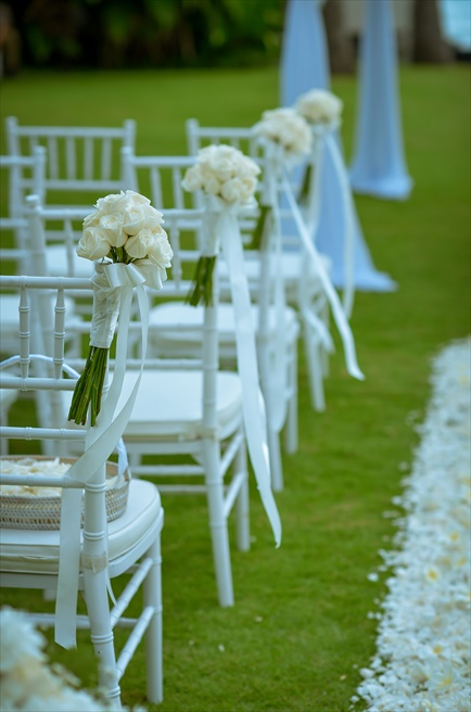 ザ・レギャン・バリ オーシャンフロント・ガーデンウェディング 生花のセレモニーチェア装飾