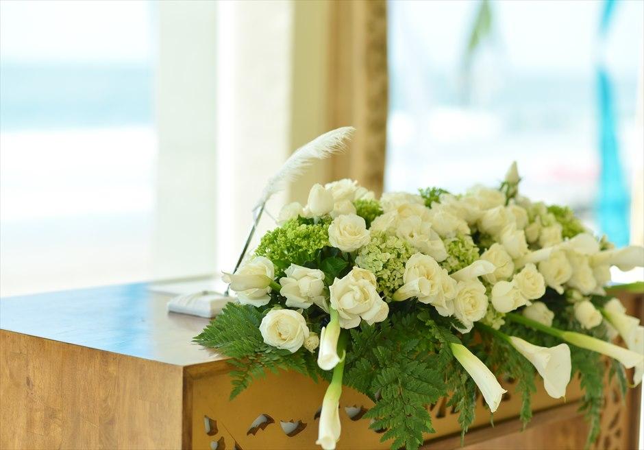 チャペル・オブ・ザ・スミニャック  ビーチフロント・チャペル・ウェディング 祭壇生花装飾