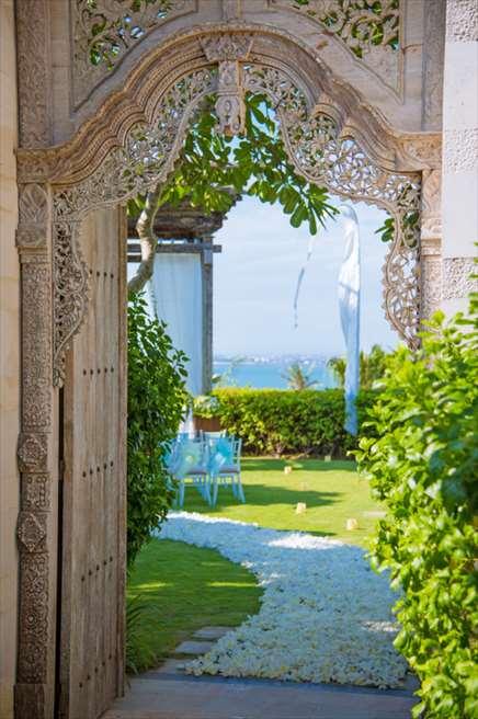アヤナ・リゾート&スパ・バリ<br /> ブレス・バリ・オリジナル オール・ブルー・イン・アスマラ・ガーデン<br /> ウェディングゲート