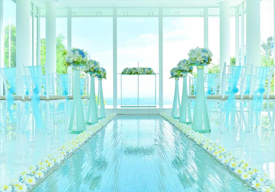 アヤナ・リゾート&スパ・バリ<br /> ブレス・バリ・オリジナル オール・ブルー・イン・アスティナ・チャペル<br /> 挙式会場オールブルー生花装飾