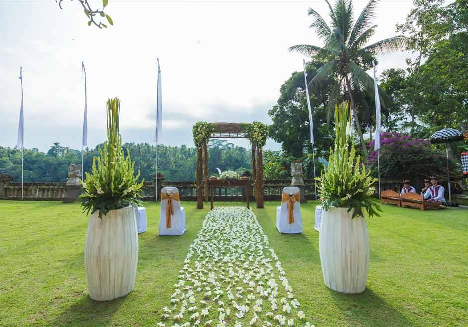 プリ・ウランダリ・ブティック・リゾート スカイ・ガーデン・ウェディング コンテンポラリー・スタイル挙式装飾