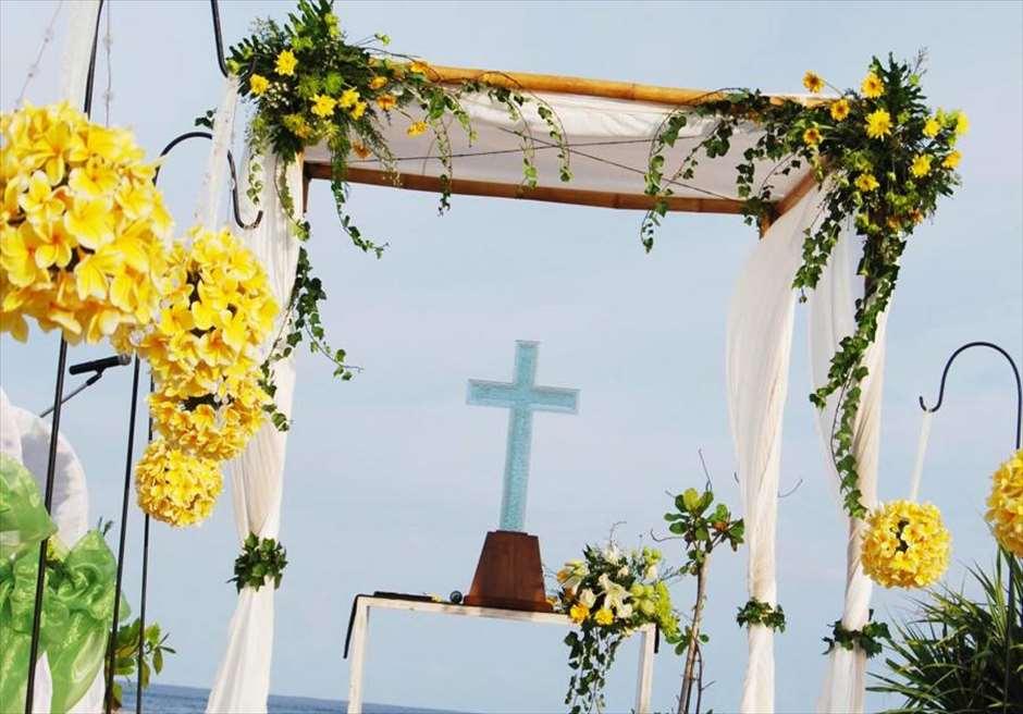 カユマニス・ヌサ・ドゥア・ヴィラ&スパ プライベートビーチ・ウェディング イエロー&グリーン装飾
