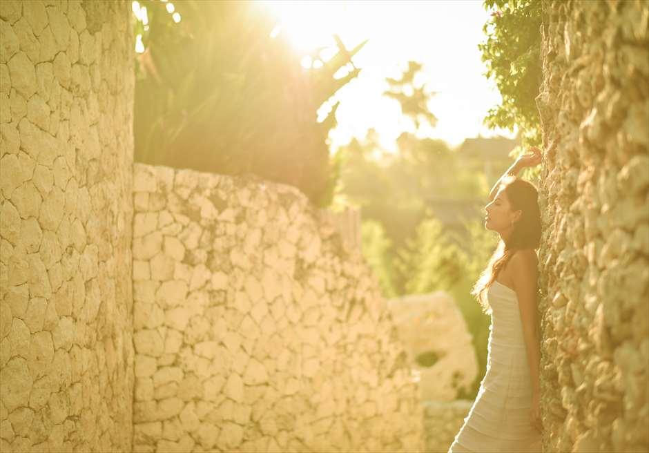 サンセットタイム前には、リゾート内に優しい太陽の光が差し込む
