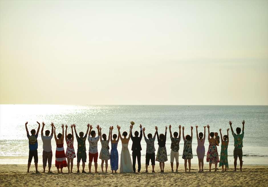 クラトン・ジンバラン・ビーチ・リゾート<br /> ホワイト・サンズ・ビーチウェディング<br /> アフターウェディング集合写真