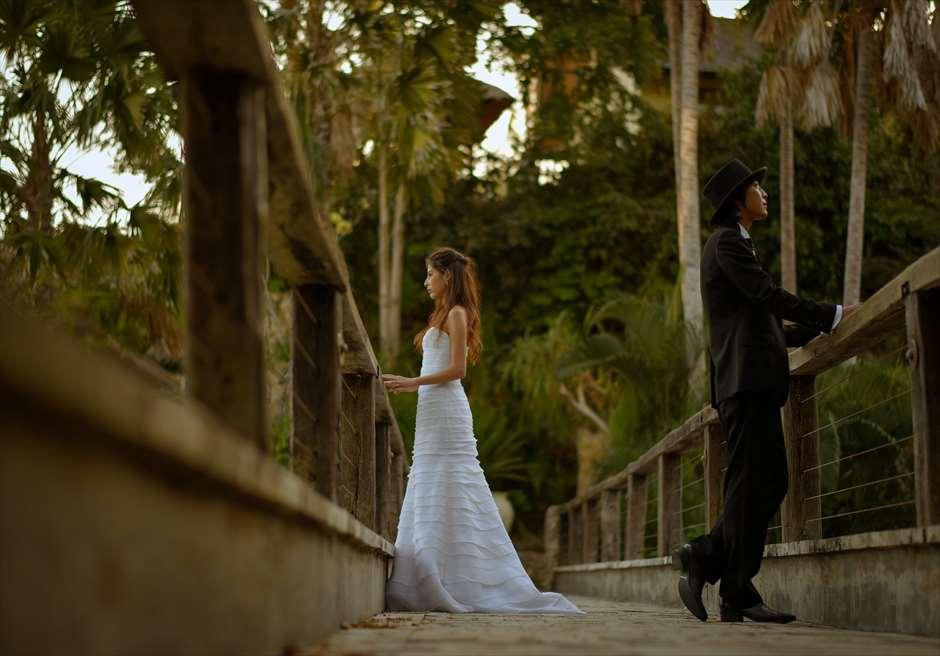 挙式会場とヴィラを結ぶブリッジにて