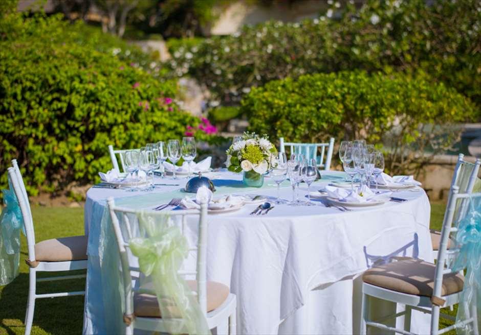 ブレス・バリ・オリジナル オール・ブルー・イン・アスマラ・ガーデン<br /> ディナーパーティー会場 テーブルセッティング