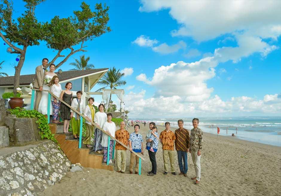 チャペル・オブ・スミニャック <br /> ビーチフロント・チャペル・シーブリーズ・ウェディング<br /> オール1・パッケージ<br /> ビーチ集合写真