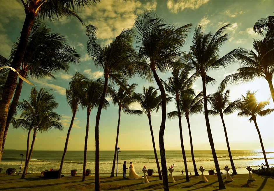 ザ・レギャン・バリスミニャックビーチを望むガーデンでのフォトウェディング