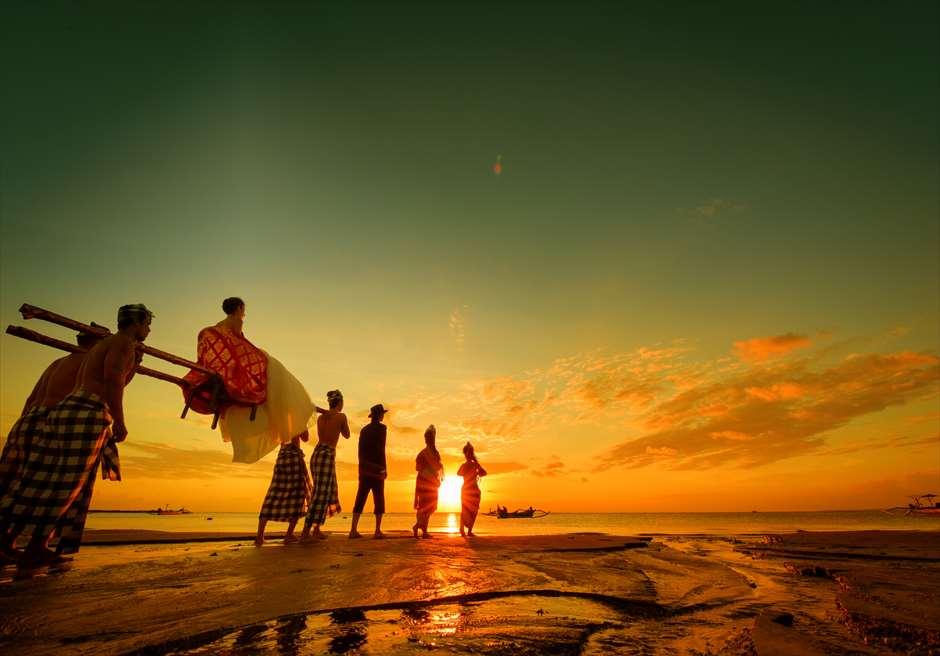 バリ島トラディショナル<br /> 神輿での入場 +¥99,800<br /> 入場だけなく、フォトツアー、ディナーパーティーの入場も含まれます。