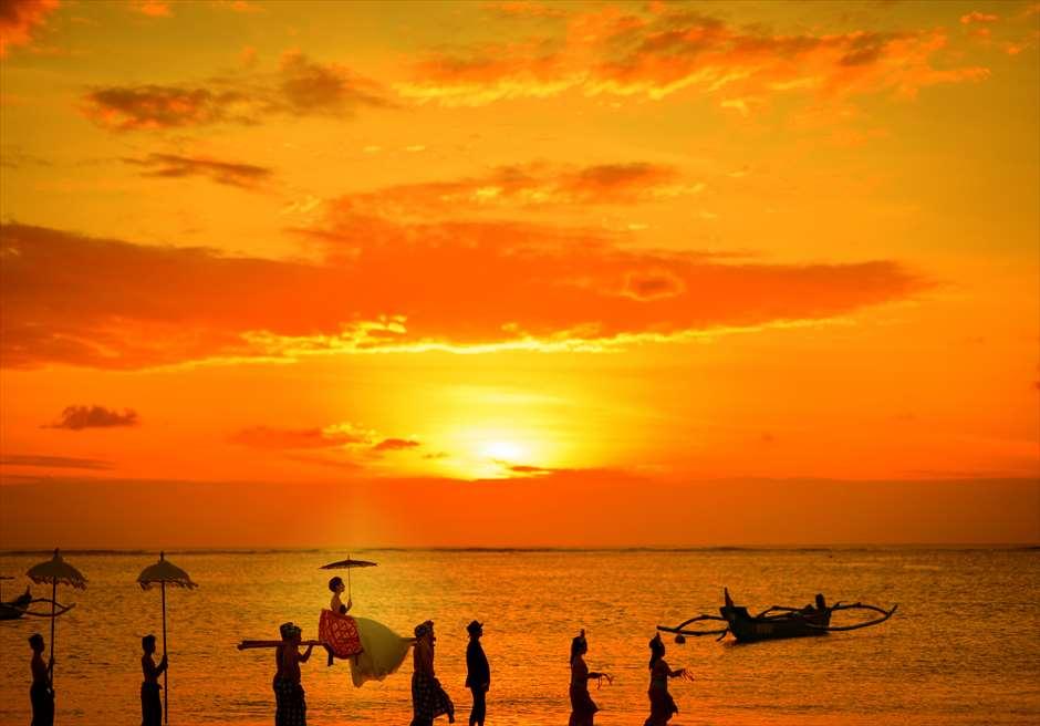 バリ島トラディショナル<br /> 神輿でのフォトツアー<br /> 美しいサンセットとともに