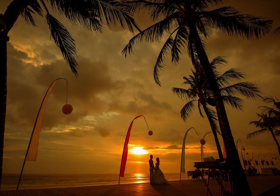 ザ・サマヤ・スミニャック・バリ<br /> スミニャックビーチの美しいサンセットでのフォトウェディング