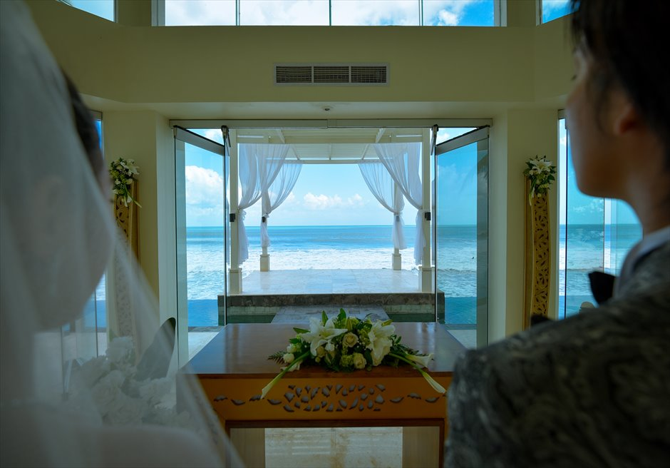 チャペル・オブ・ザ・スミニャック  ビーチフロント・チャペル・ウェディング バリ島で一番ビーチに近いチャペル祭壇