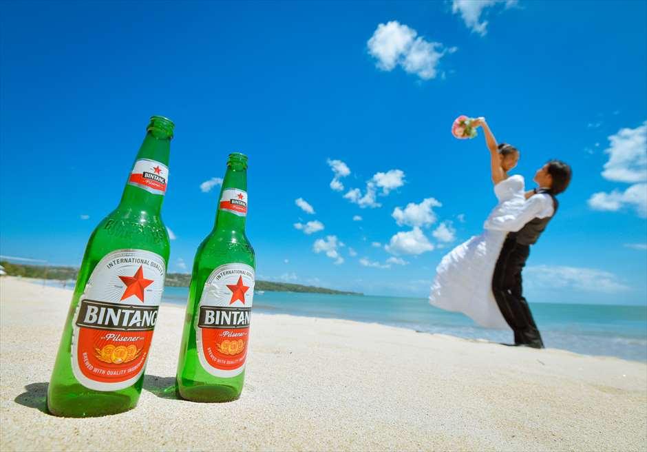 クラトンのビーチをビンタン・ビール越しに