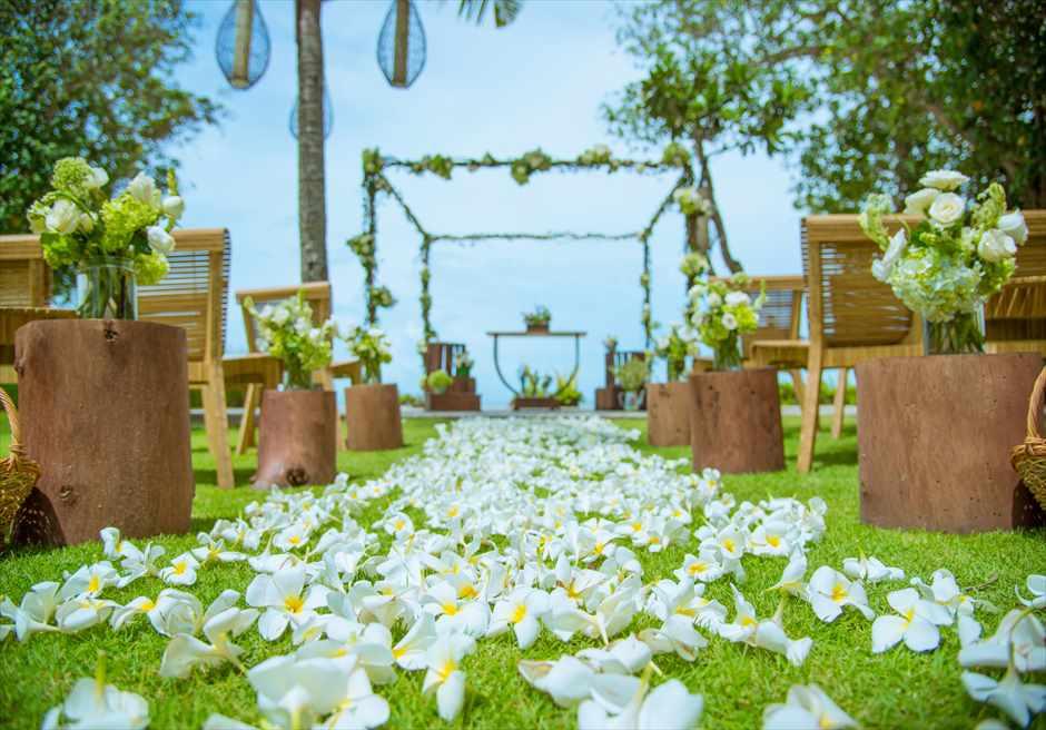 ベルモンド・ジンバラン・プリ・バリ ビーチフロント・ガーデンウェディング 生花会場装飾&生花バージンロード