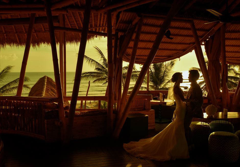 バリ・マンディラ・ビーチ・リゾート&スパアズールビーチクラブにてサンセット・フォトウェディング