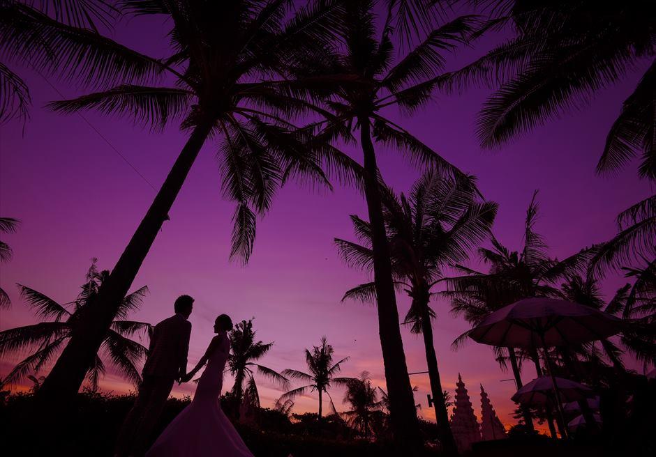バリ・マンディラ・ビーチ・リゾート&スパガーデン内ガーデンにてサンセット・フォトウェディング
