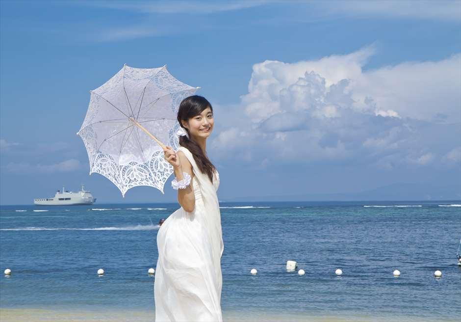真青な海と空<br /> タンジュン・ベノア・ビーチ