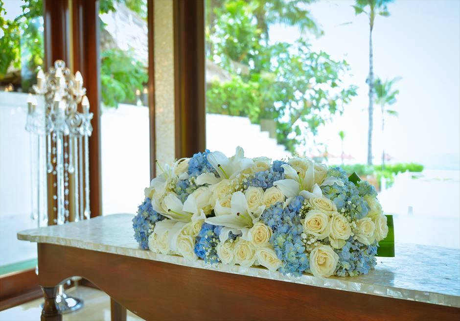 クラウド・ナイン・チャペル・アット・セント・レジス・バリ<br /> BLESS BALI オールブルー・ウェディング<br /> 祭壇生花装飾
