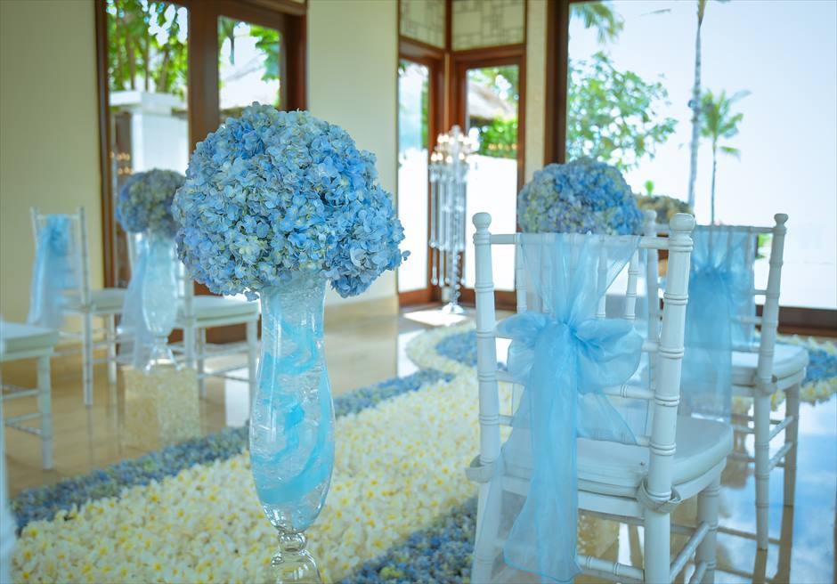 クラウド・ナイン・チャペル・アット・セント・レジス・バリ BLESS BALI オールブルー・ウェディング バージンロード・セレモニーチェア装飾