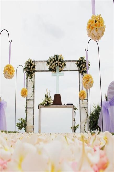 カユマニス・ヌサ・ドゥア・ヴィラ&スパ プライベートビーチ・ウェディング イエロー装飾
