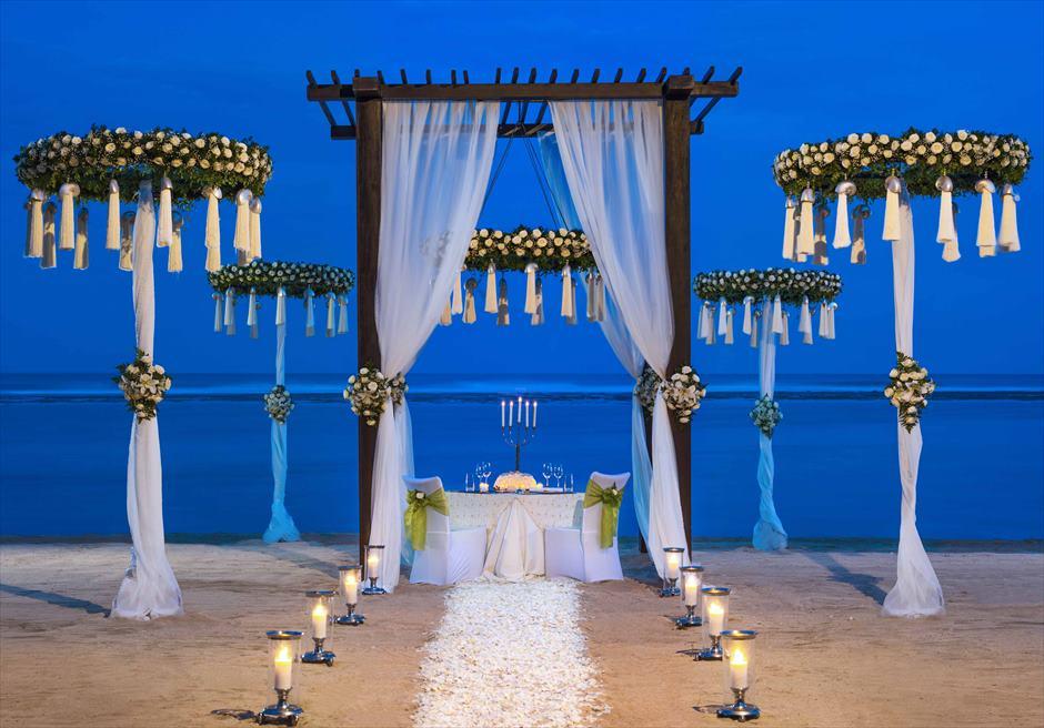 セント・レジス・バリ エレガント・ビーチウェディング ロマンティックディナー(挙式代金に含まれます)