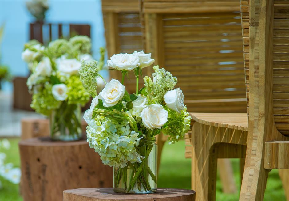 ベルモンド・ジンバラン・プリ・バリ ビーチフロント・ガーデンウェディング 生花のアイルサイド・フラワー