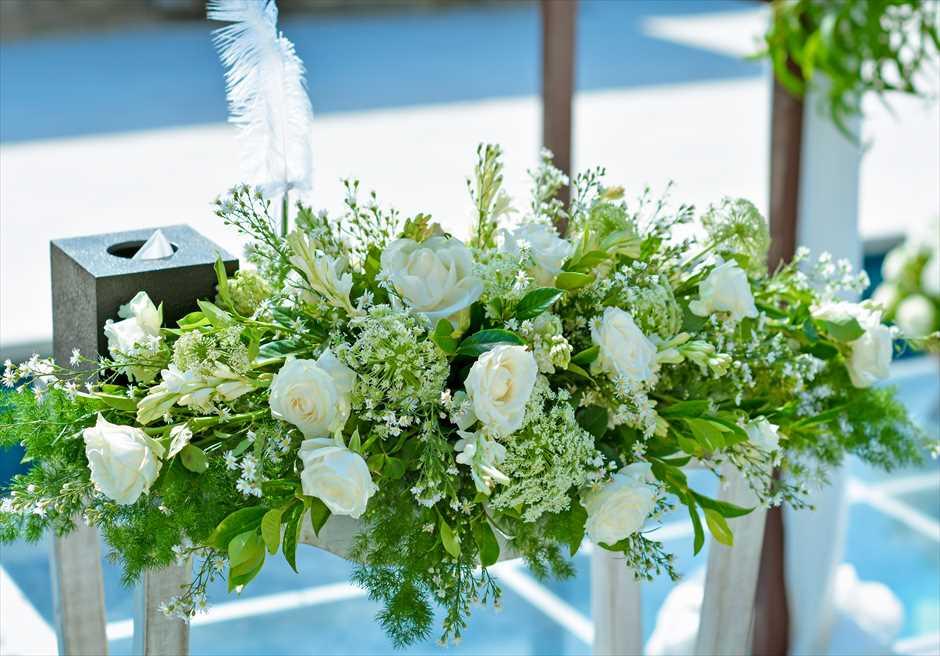 アマン・ヴィラ・ウェディング 水上挙式 祭壇装飾 生花のセンターピースフラワー