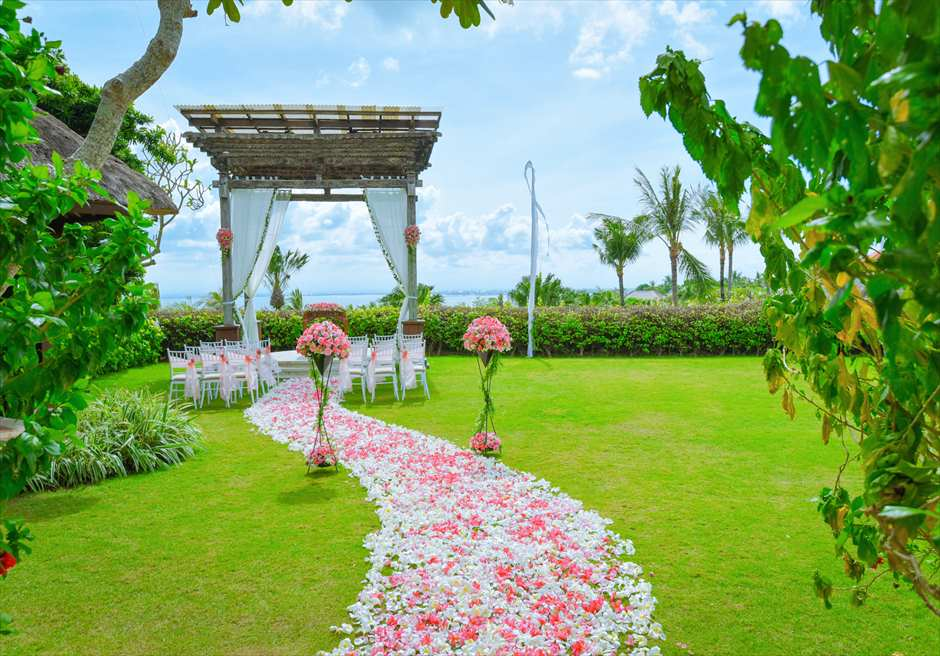 アヤナ・リゾート&スパ・バリ結婚式  アスマラ・ガーデン・ウェディング 挙式会場 基本装飾