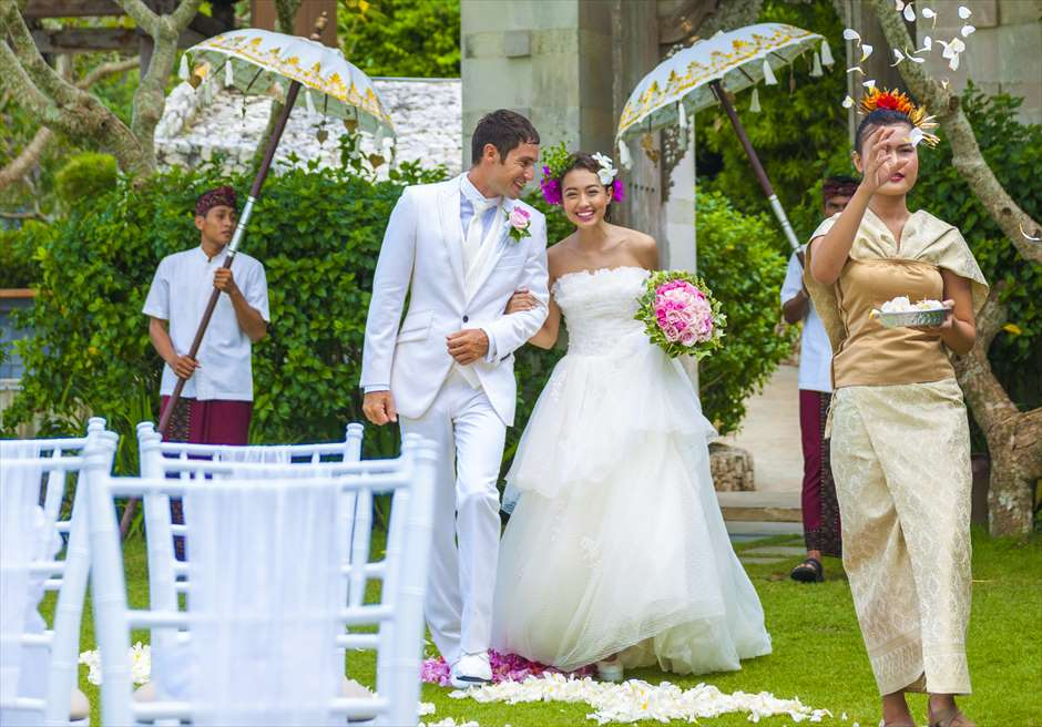 アヤナ・リゾート&スパ・バリ結婚式  アスマラ・ガーデン・ウェディング 挙式シーン