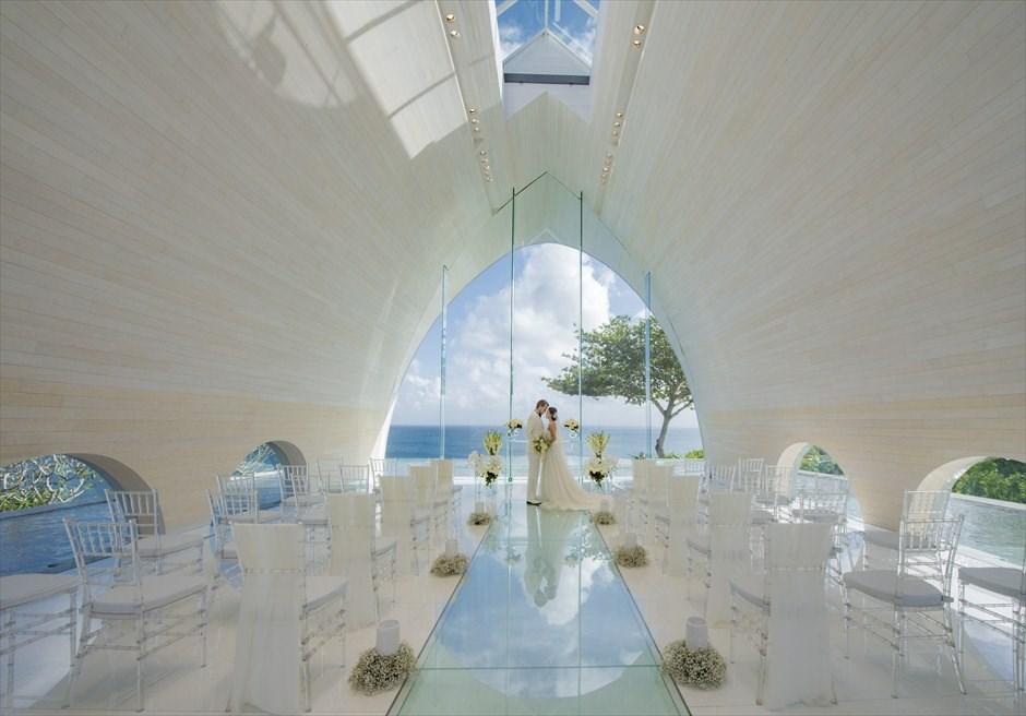アヤナ・リゾート&スパ・バリ トゥリスナ・チャペル 基本装飾 挙式シーン