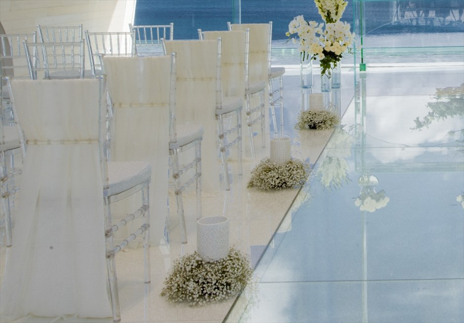 アヤナ・リゾート&スパ・バリ トゥリスナ・チャペル 基本装飾 バージンロード&セレモニーチェア