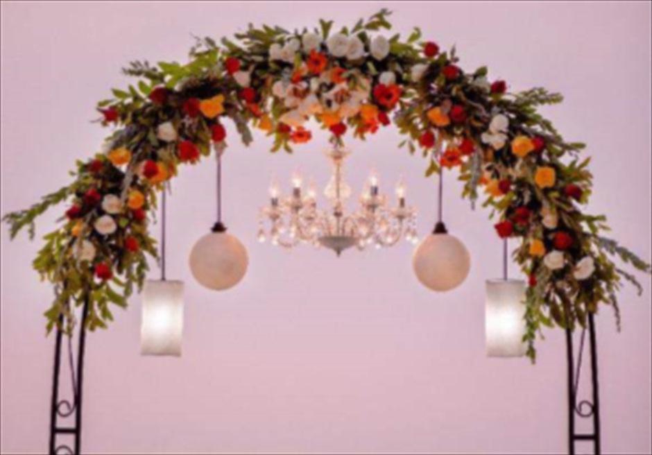 オリジナル・ビーチウェディグ<br /> 各種オリジナルの装飾&装花を承ります<br /> 様々なウェディングアイテムをご用意