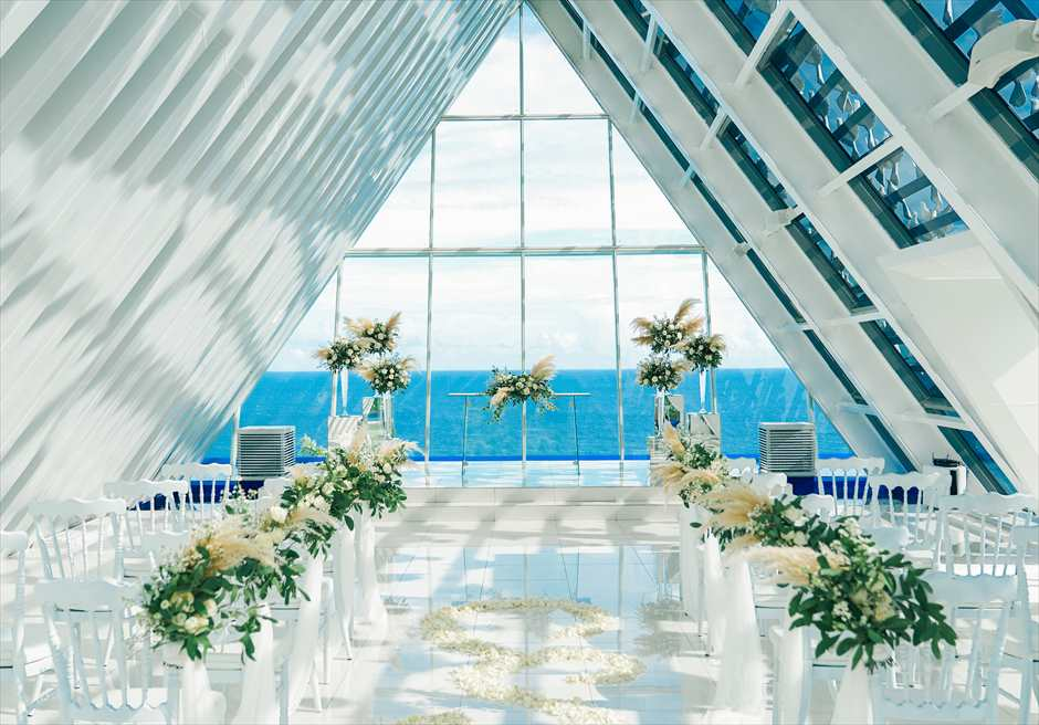 バンヤン・ツリー・ウンガサン ホワイト・ダブ・チャペル・ウェディング ホワイト&グリーン挙式会場装飾