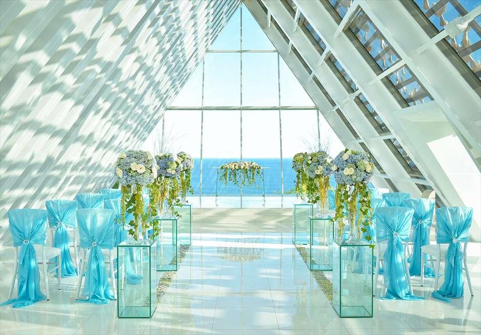 バンヤン・ツリー・ウンガサン ザ・ホワイト・ダブ・チャペル オール・ブルー 挙式会場装飾全景