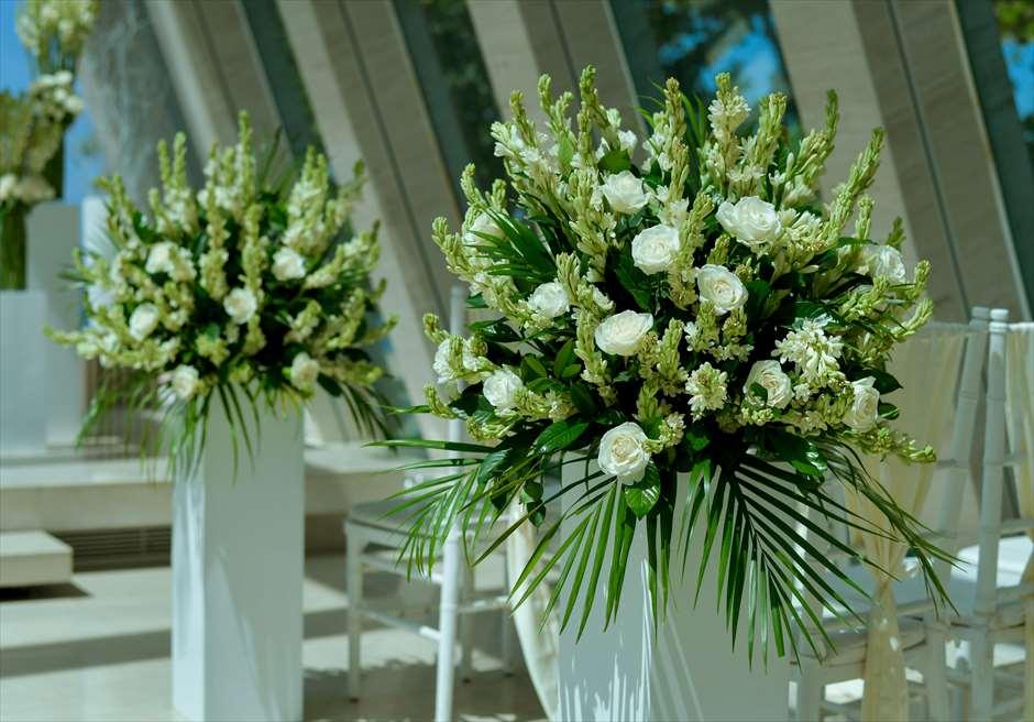 コンラッド・バリ インフィニティ・チャペル │バージンロード・アイルサイドフラワー │生花のチュベローズ&ホワイトローズ