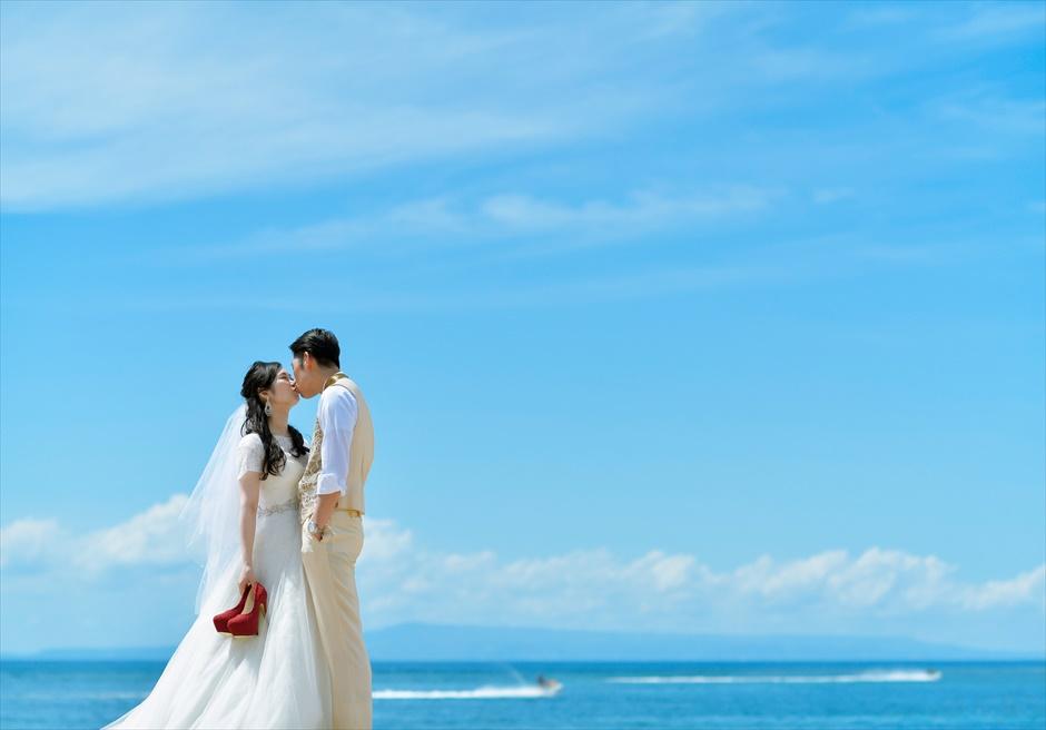 コンラッド・バリ真っ青なビーチ